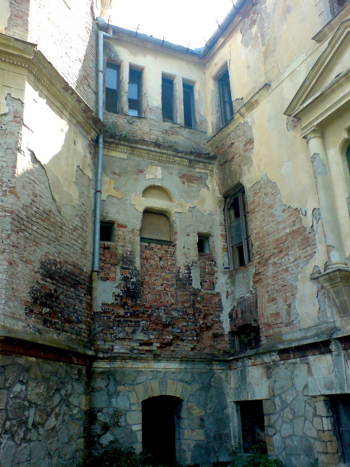 Restaurarea castelului